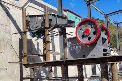 湖南时产60吨的制沙生产线装机中